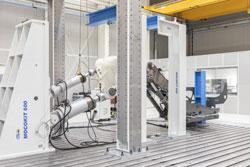 Testen unter extremen Bedingungen: Liebherr setzt bei Strukturversuchen an Baggern auf Kraftaufnehmer von HBK